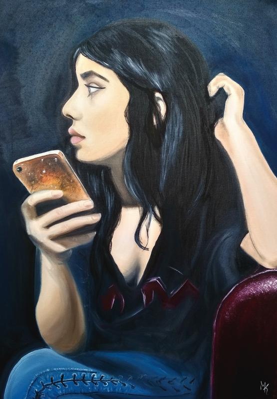 portrait einer schönen frau mit ihrem smartphone
